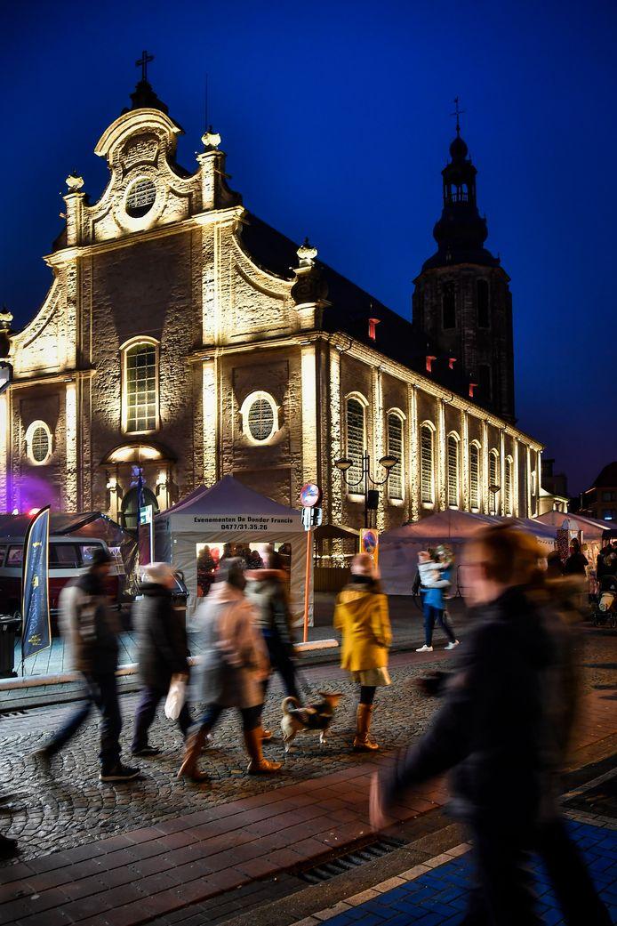 In de nacht van 19 op 20 oktober zal de monumentverlichting van zowel de Sint-Ludgeruskerk als die van het gemeentehuis dimmen.