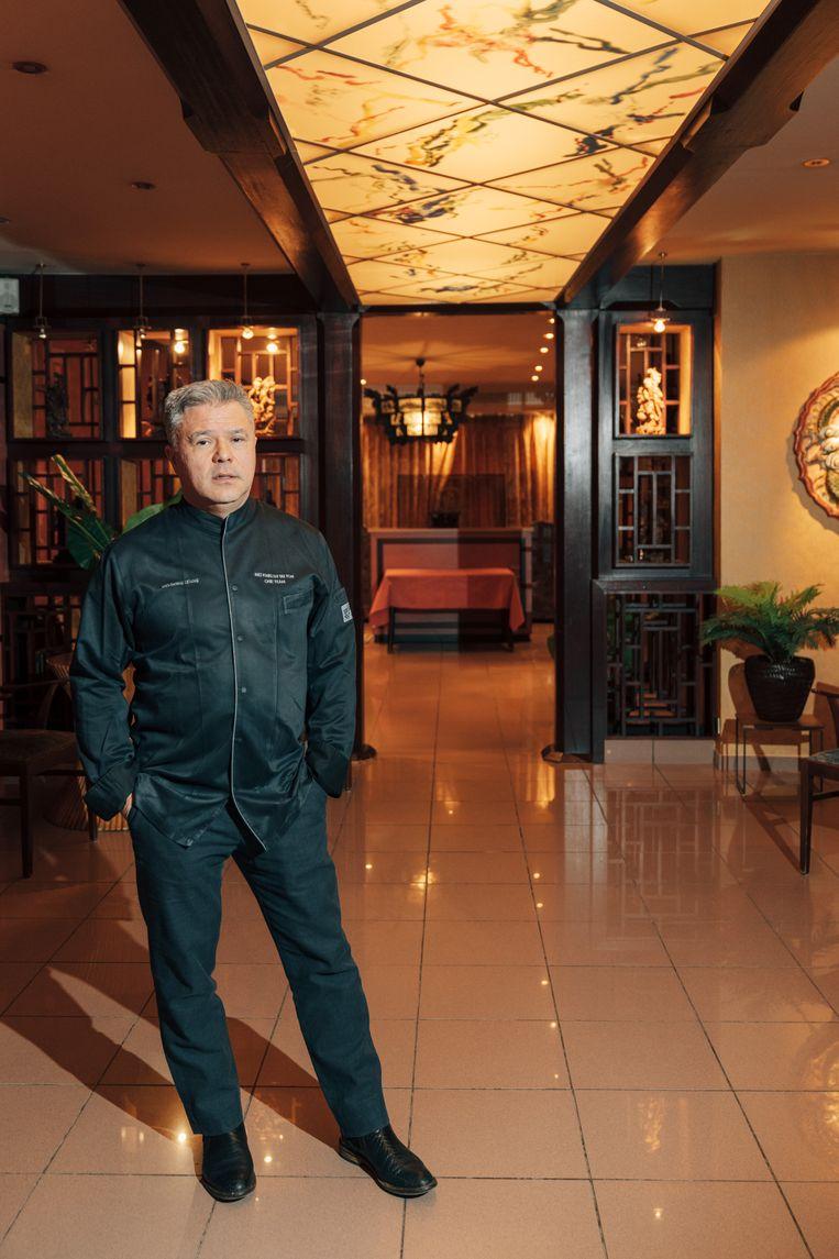 Winhong Leung: 'De serveersters vonden het vroeger nooit erg om laat te werken, want er was ambiance en dikke fooien.' Beeld Illias Teirlinck