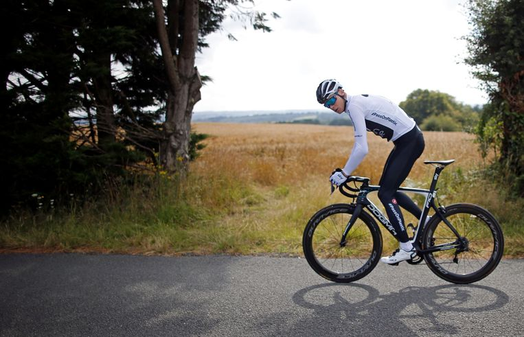 Chris Froome in Saint-Mars-la-Réorthe, Frankrijk. De Brit verkende deze week de eerste etappes van de Tour. Beeld Photo News