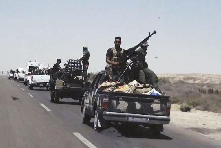 Iraakse troepen op weg naar Fallujah.
