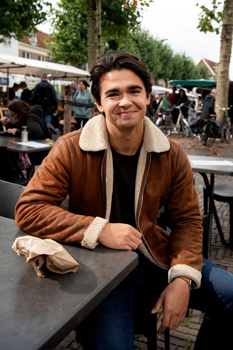Nino van Rijn (25), derdejaars student maatschappelijk werk is teleurgesteld dat Kaag gewoon met de VVD verder gegaan. Beeld Olaf Kraak