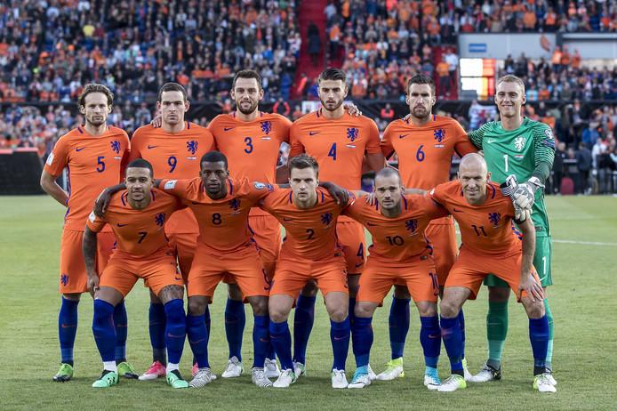 Het Nederlands elftal voor de interland tegen Luxemburg.