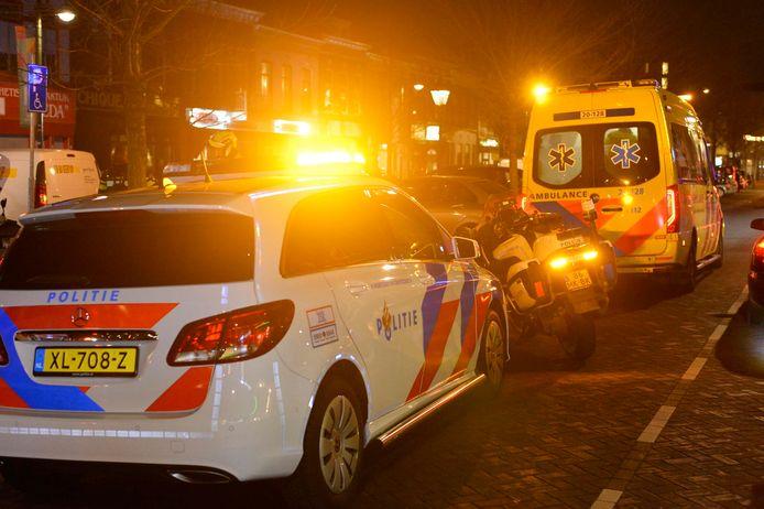Een scooterrijder raakte gewond bij de botsing.