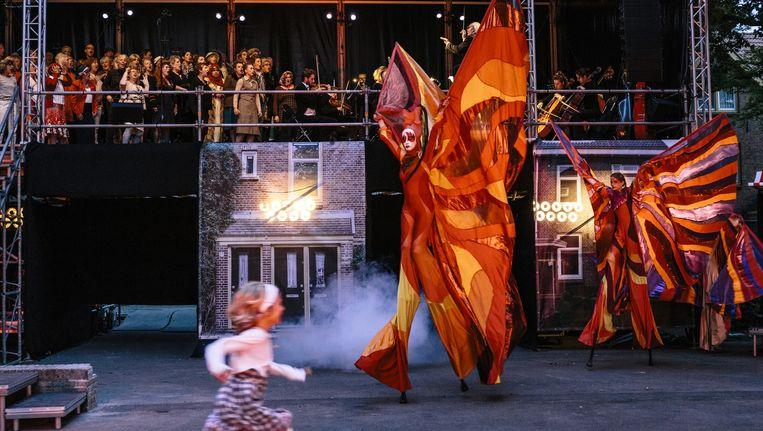 Volksopera op het Lupineplein in de Van der Pekbuurt in Noord Beeld Marc Driessen