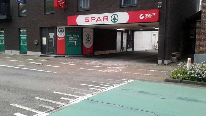 De inrit van warenhuis Spar gaat een weekje dicht voor wegenwerken.