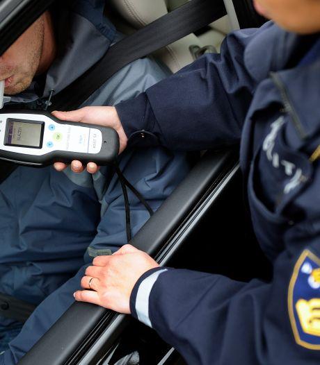 Automobilist na 'woensdagmiddagborrel' aangehouden, zonder geldig rijbewijs