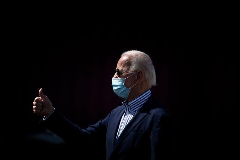 De Democratische presidentskandidaat Joe Biden veroordeelde uitspraken van de president, die 'zuurstof geven aan mensen vol haat'.  Beeld AFP