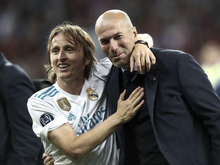 Modric feliciteert Zidane na de 3-1-zege van afgelopen zaterdag tegen Liverpool in Kiev.