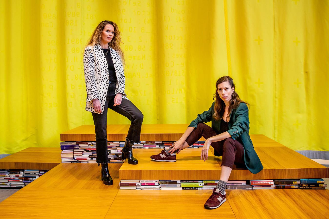 Roxane van Iperen (links) en Hanna Bervoets.
