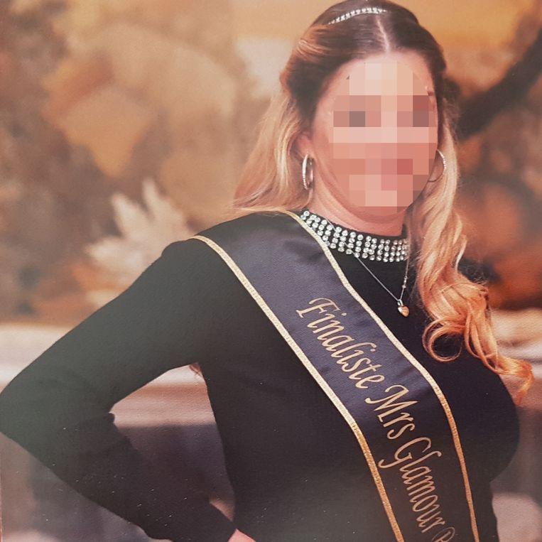 J.V. uit Oostende nam deel aan Mrs. Glamour en lichtte de organisatie op.