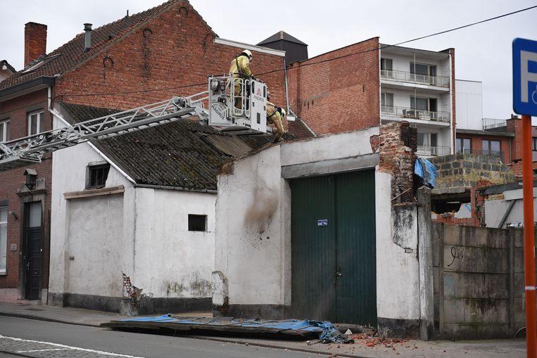 In Leuven brokkelde een muur af van een garagebox in De Vanden Tymplestraat.