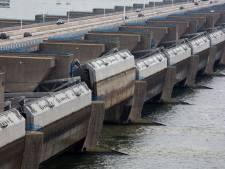 Het vele water uit Limburg komt de komende dagen op de Rijnmond af: 'Geen zorgen, we kunnen dit aan'