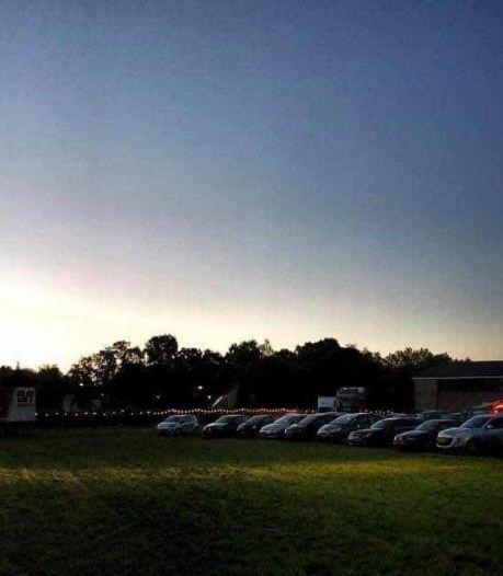 Weer vanuit auto filmpje pakken in drive-inbioscoop op Zwitsalpark in Apeldoorn
