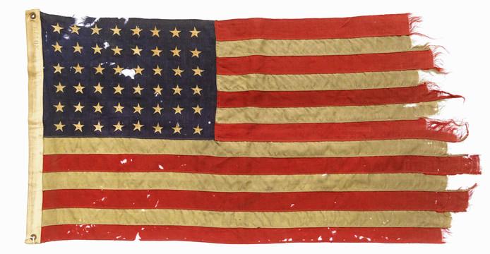 De vlag die op een Amerikaans marineschip wapperde tijdens D-Day