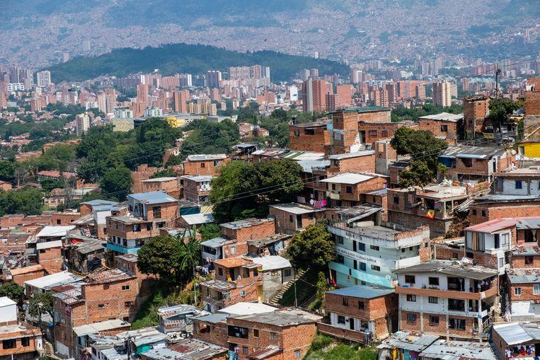 Volkswijk Comuna 13 in Medellín, waar bewoners al 18 jaar zoeken naar hun vermiste familieleden. Beeld Ynske Boersma