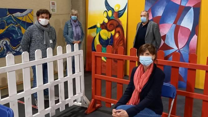 Kunstwerken van leerlingen dé Academie fleuren vaccinatiecentrum op