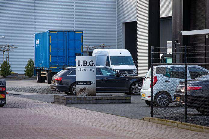 De FIOD deed onder andere een inval bij International Business Genemuiden B.V. aan de Katoenstraat.
