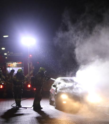 Auto in brand in Ede: oorzaak nog onbekend