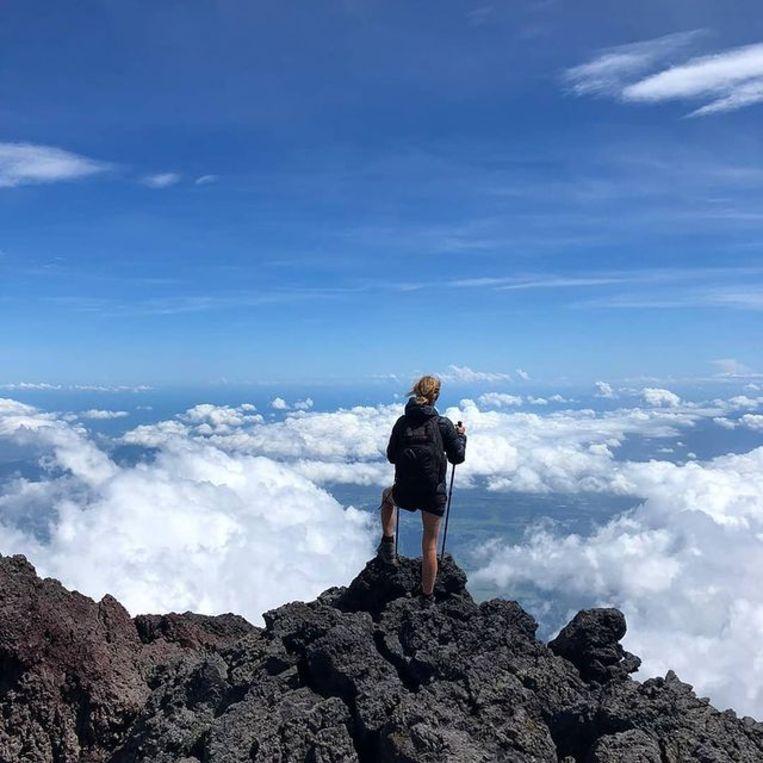 Op de top van de Fuji-vulkaan in Japan. Beeld Tamar Valkenier