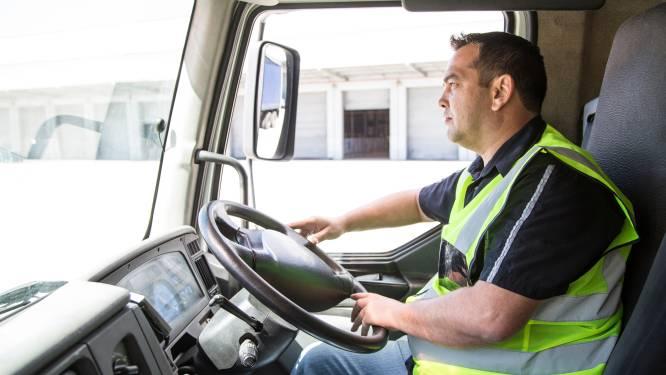 """Ervaren vrachtwagenchauffeur geeft raad aan starters:""""Wanneer je onderweg bent, ben je je eigen baas"""""""