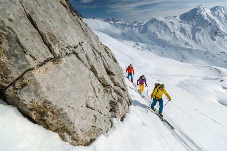 Ski touring of toerskiën is een van de meest avontuurlijke (en ook meest vermoeiende) manieren om de regio te verkennen. Beeld rv