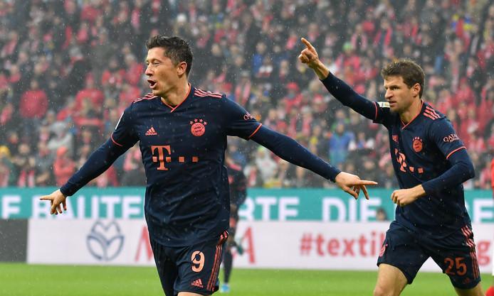 Robert Lewandowski en Thomas Müller hielpen Bayern aan een vroege 0-2-voorsprong.