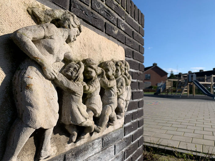 Het Zwaantje, te vinden in de gelijknamige speeltuin in Arkel.