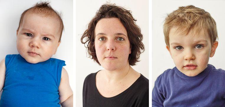 Bewust alleenstaande moeder Laura met haar twee zonen Kees (l.) en Dick (r.). Beeld Mascha Jansen
