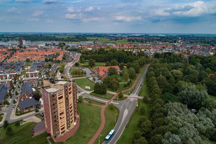 De Flevoweg, een van de belangrijkste toegangswegen naar het centrum, moet autoluw worden. Verkeer wordt vaf volgend jaar, na een aanpassing, linksaf de Oostzeestraat op geleid.
