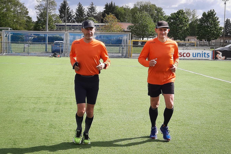 De Maaslandse scheidsrechters Guido Verheyen en Joël Bollen bleven ook in coronatijden gedreven voort trainen.