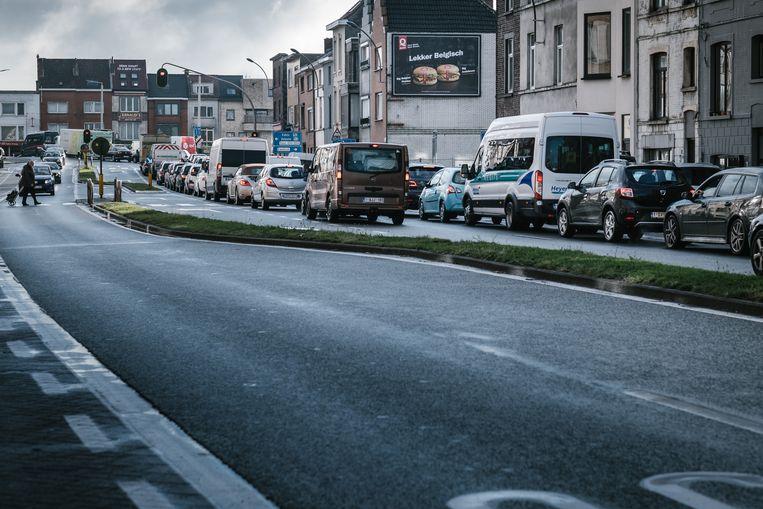 De eerste drukke ochtendspits sinds de invoering van het nieuwe circulatieplan in Gent. De files lijken mee te vallen voor een regenachtige ochtend. Beeld Wouter Van Vooren