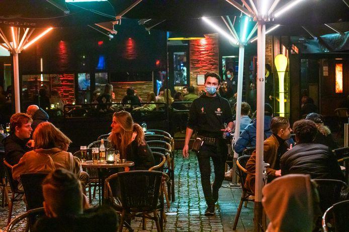 Vanaf 8 mei is het weer tijd om op terras te gaan, en ook de Hasseltse caféuitbaters stomen hun zaak klaar. (Archiefbeeld)