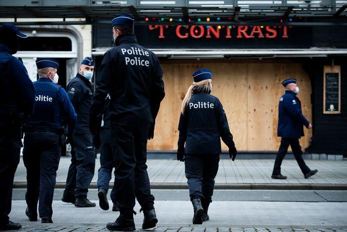 De politie was massaal aanwezig in Turnhout. Verscheidene cafés en winkels werden dichtgetimmerd.
