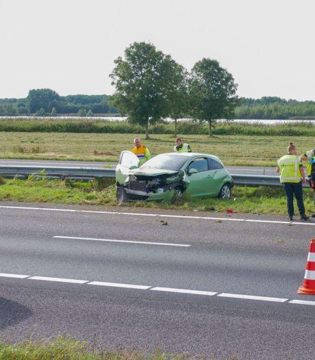 Ongeval op de A28 bij Ermelo zorgt voor flinke vertraging, één gewonde naar het ziekenhuis