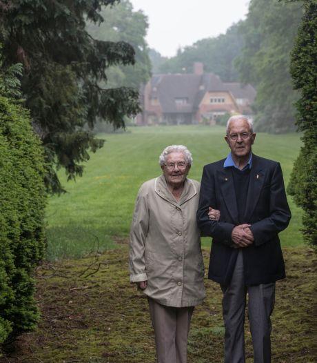 Emotioneel: Tuinman Harm (91) na tien jaar weer terug op landgoed De Wielewaal