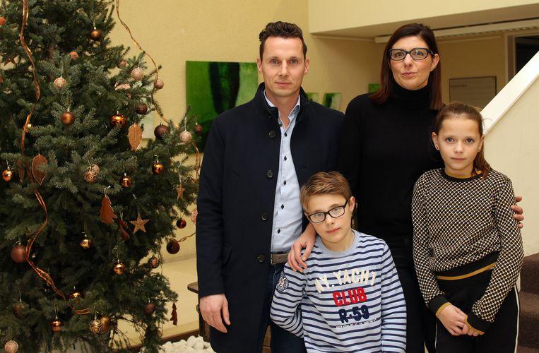 Ilse Van Gestel samen met haar man Dennis en de kinderen Jurre en Niela. Ilse is intussen aan de beterhand.