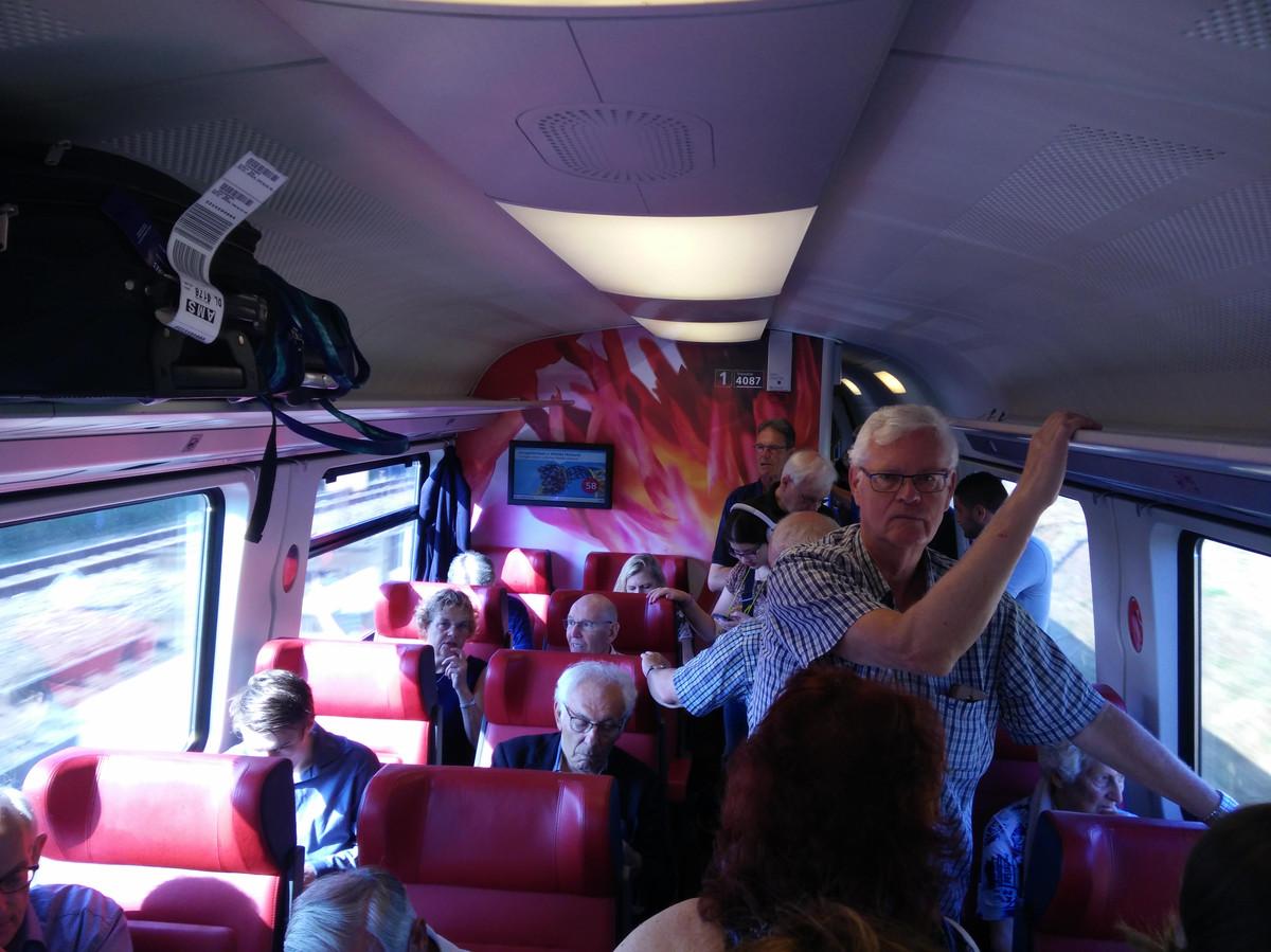 Drukte in de eerste klas-coupé van de intercity naar Amsterdam. Het treinstel werd verder op de route nóg voller, zo vertelt Enschedeër Gerard Vaanhold. Tot aan Amersfoort moest de 73-jarige reiziger zelfs staan.