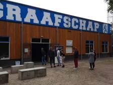 In de rij voor een coronatest in Doetinchem, want clubs en discotheken openen bijna de deuren
