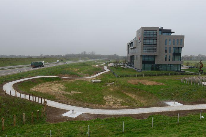 Het hoofdkantoor van de regionale Rabobank, pal aan de snelweg A77.