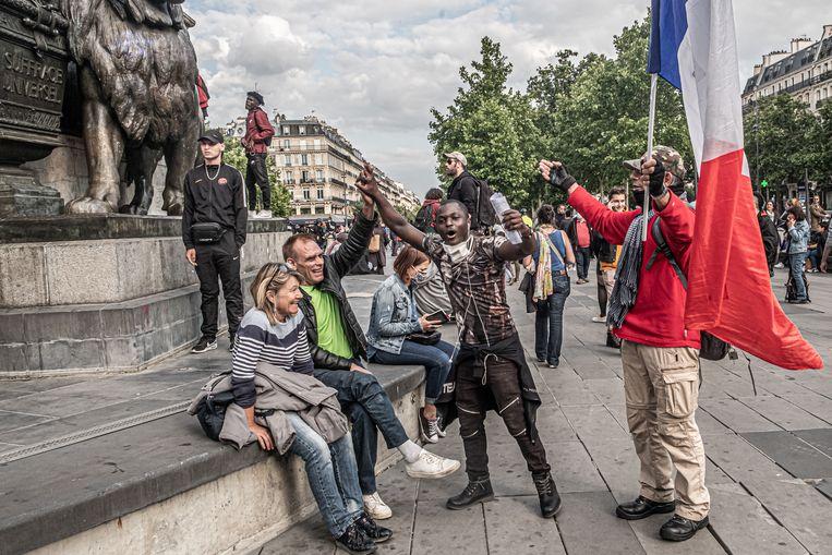 Actievoerders op de Place de la Republique in Parijs, op 9 juni 2020. Beeld Joris Van Gennip