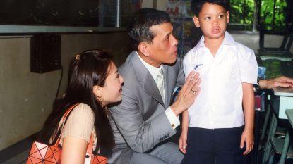 Zoon van Thaise koning leidt leven van 'eenzaamheid en afwijzing', terwijl zijn vader omringd wordt door 20 maîtresses