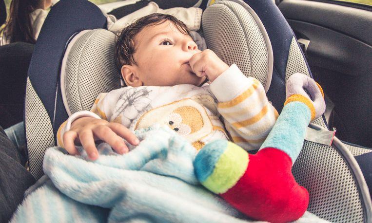 Vader laat baby achter in auto om te gaan sporten