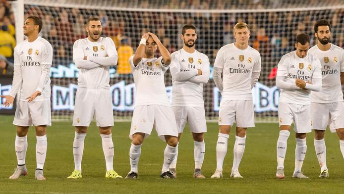 Spelers van Real Madrid kijken toe bij een strafschoppenserie in de International Champions Cup van 2015.