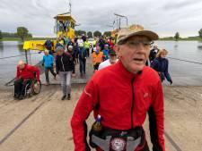 Met passie lopen tientallen wandelaars 125 kilometer van Amsterdam naar Tilburg