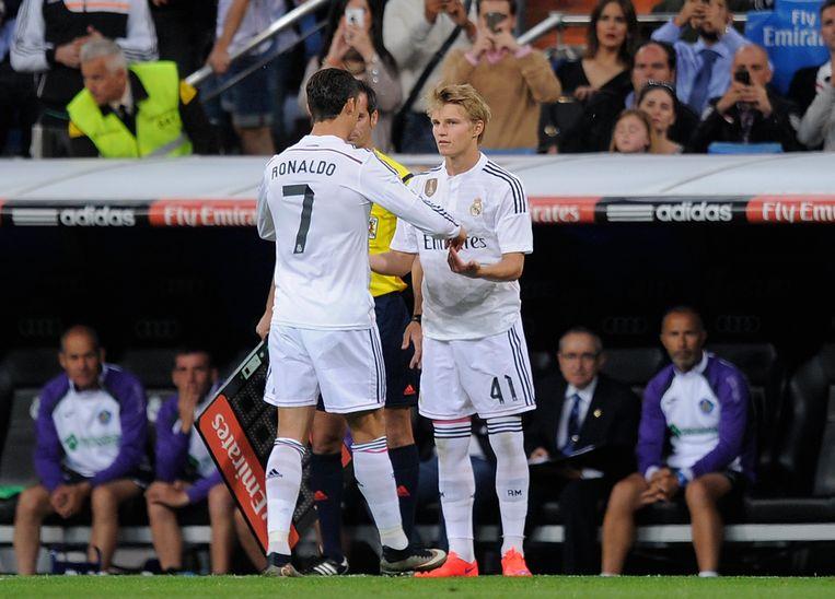 Het nieuwe wonderkind Ødegaard vervangt Cristiano Ronaldo in 2015 tegen Getafe. Beeld rv