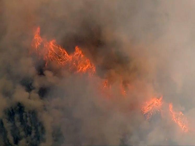 Indrukwekkende luchtbeelden tonen bosbranden in VS