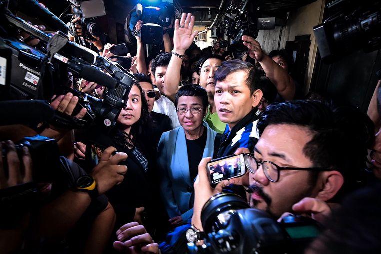 Maria Ressa arriveert begin 2019 bij een rechtbank in Manila vanwege een aanklacht tegen haar van online haat.  Beeld Hollandse Hoogte / EPA