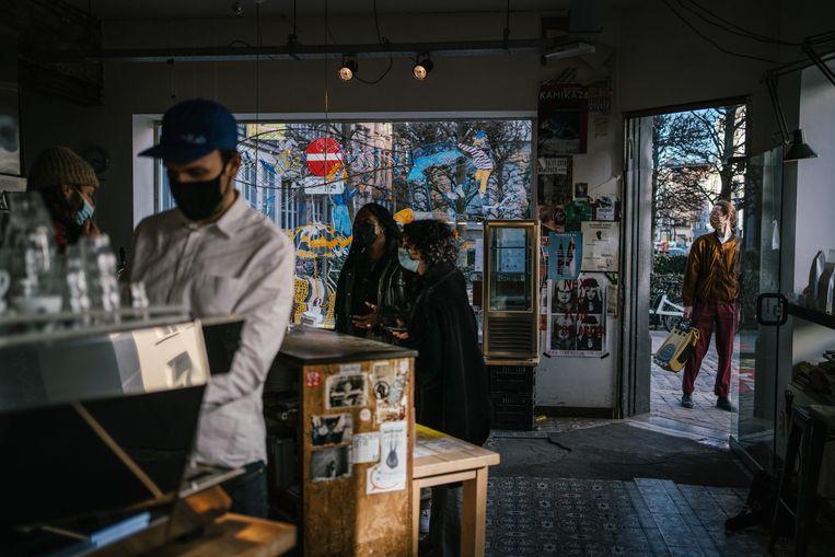 Jens Oris in zijn koffiebar Normo in Antwerpen. Beeld Wouter Van Vooren