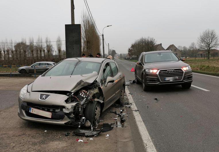De Audi Q7 werd achteraan gegrepen door de Peugeot.