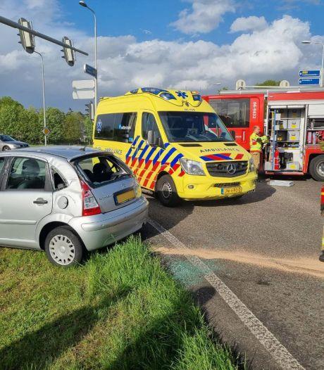 Twee gewonden bij ongeval tussen twee auto's bij Aalten, een van de bestuurders vlucht weg